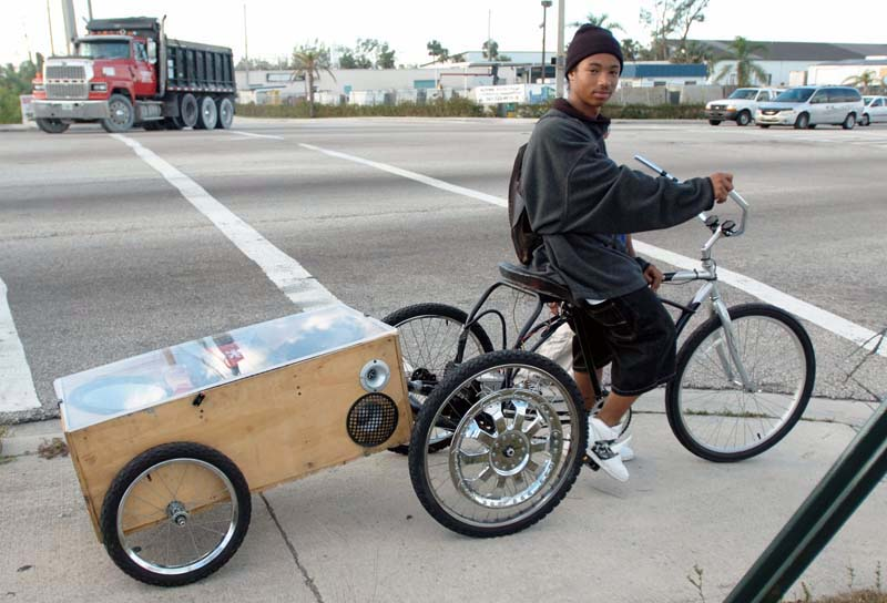 7106 carven bike side Carvens Pimped Out Bike with Audio System Trailer