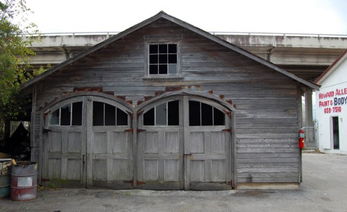 Building under Southern Blvd. bridge might have been Palm Beach carriage house