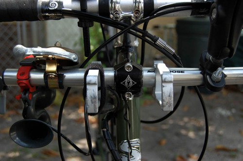 Second Stem on Surly Long Haul trucker, showing AirZound horn at left