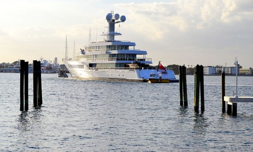 Mark Cubans 88 Meter Yacht Fountainhead from Palm Beach 01 18 2012 0928 500x300 Mark Cubans 288 Foot Yacht Fountainhead